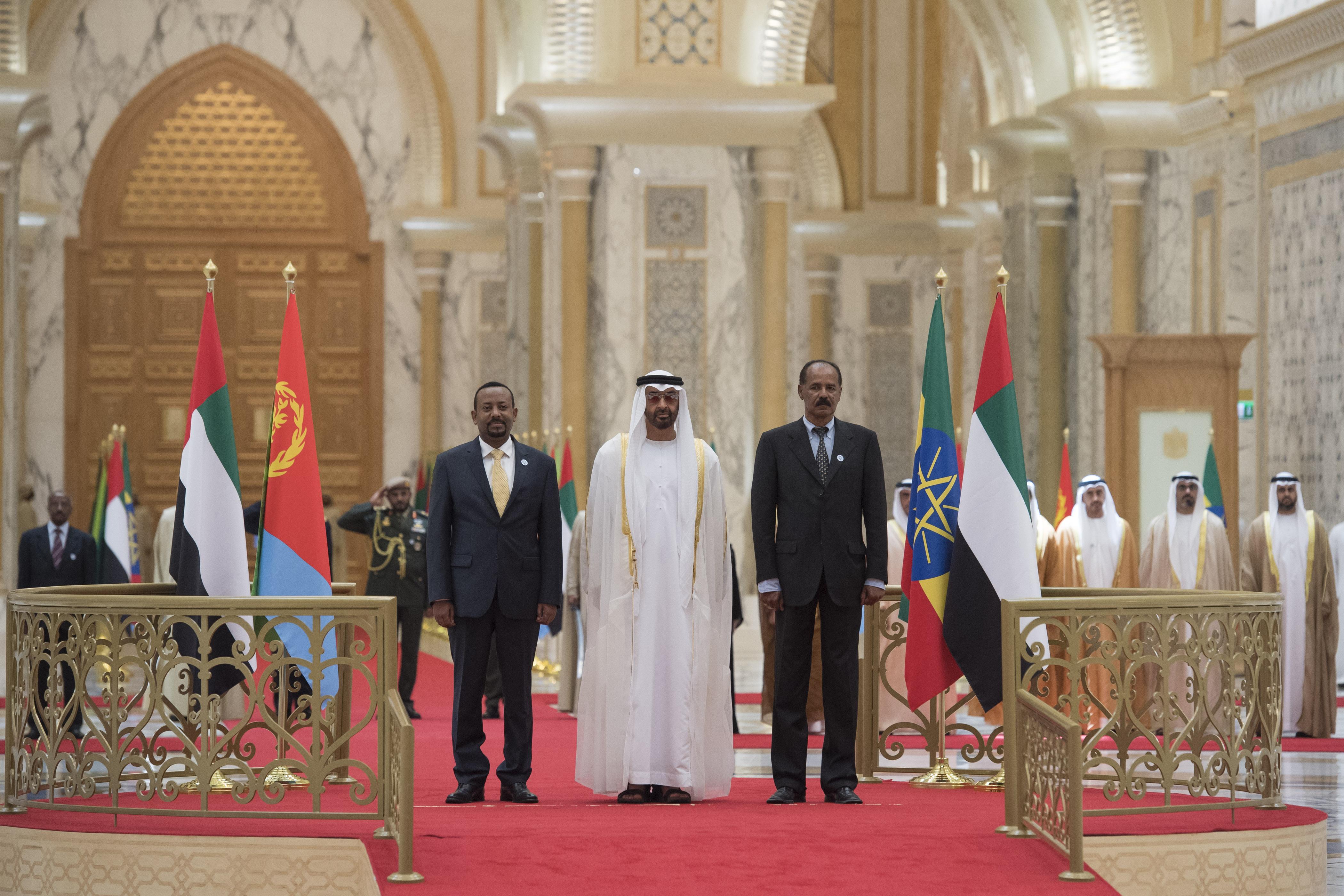 """رئيس الدولة يمنح رئيس إريتريا ورئيس وزراء أثيوبيا """" وسام زايد """" تقديراً لجهودهما في إطلاق مسيرة السلام بين بلديهما 5"""