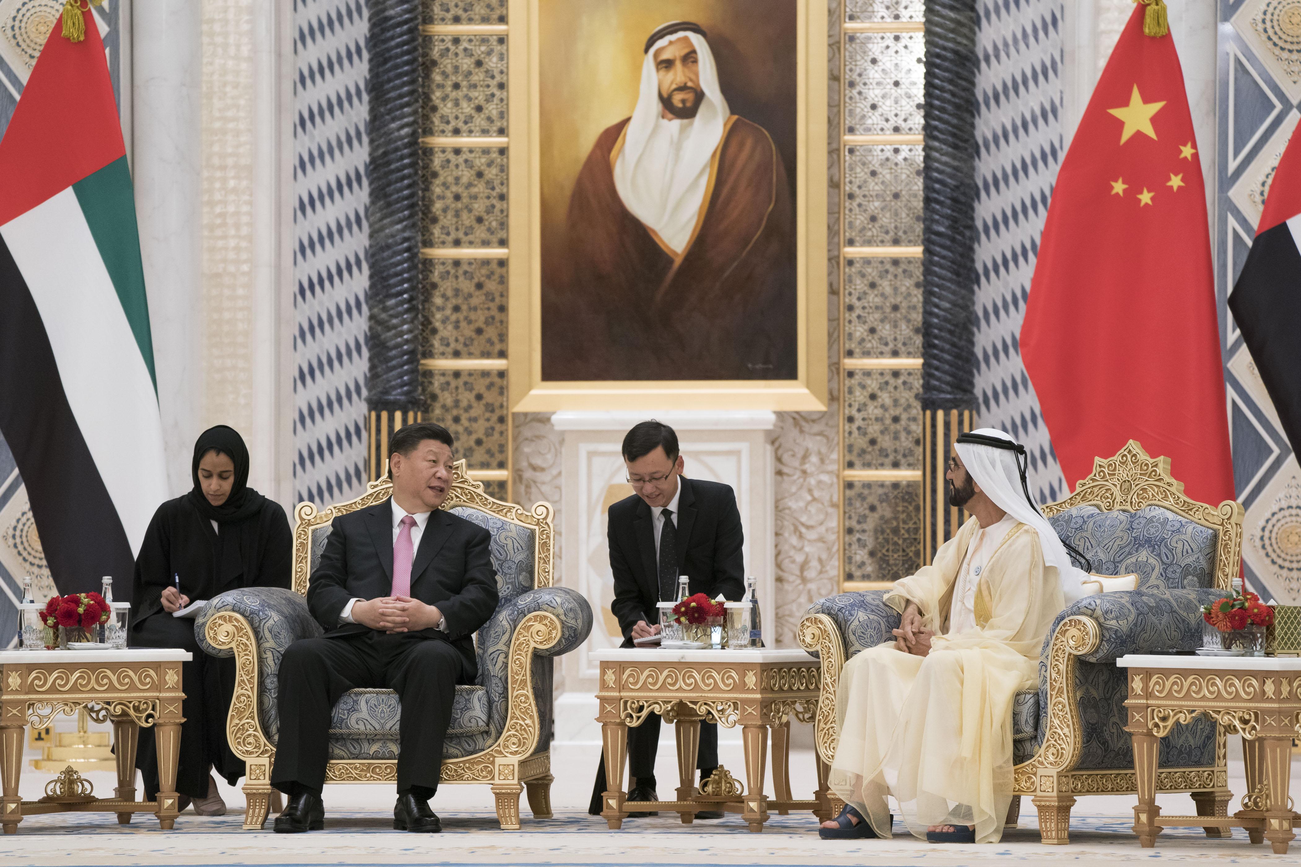 محمد بن راشد ومحمد بن زايد والرئيس الصيني يشهدون مراسم تبادل 13 اتفاقية ومذكرة تفاهم موقعة بين البلدين. 2