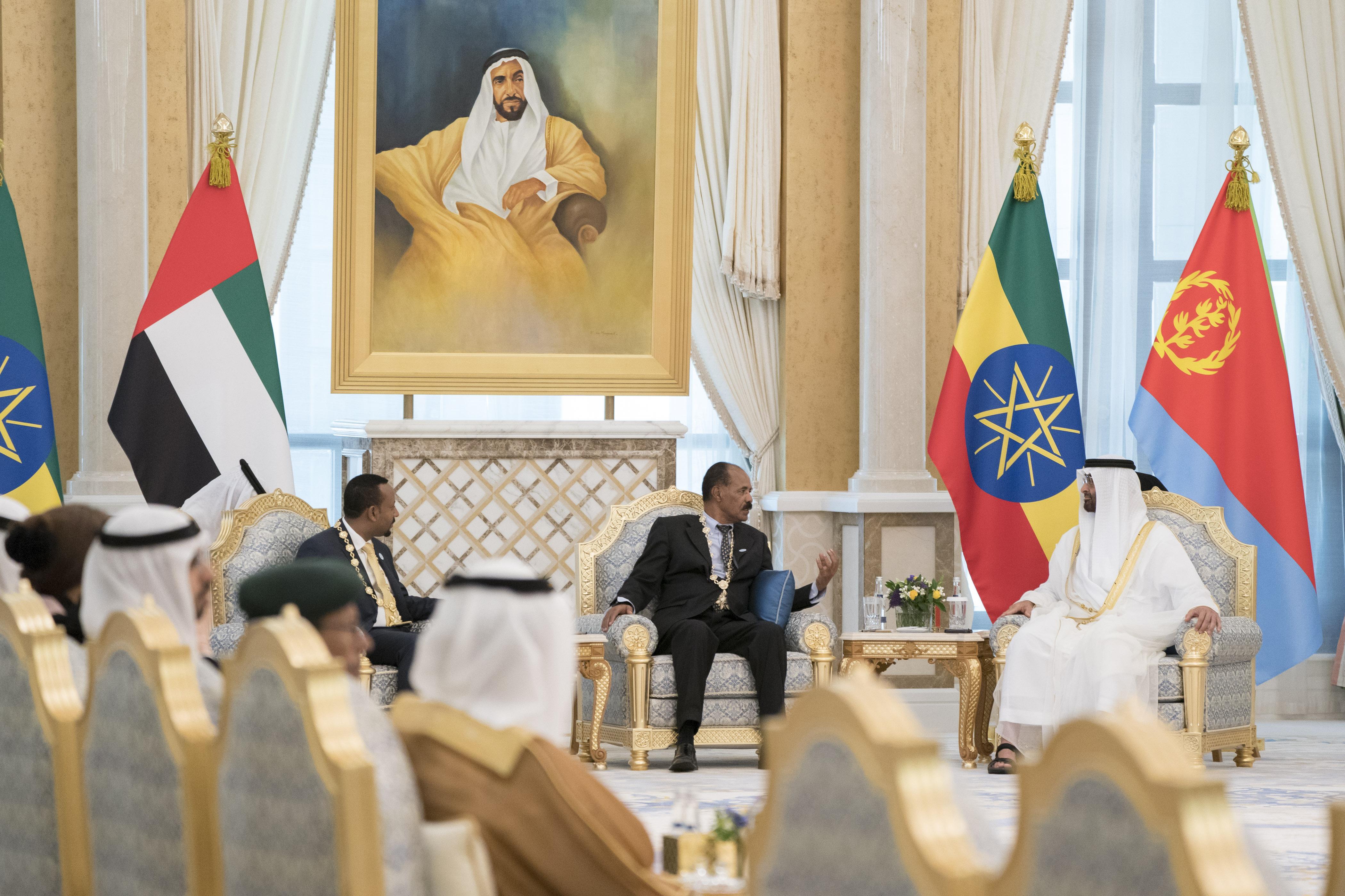 قمة ثلاثية بين رئيس أريتريا ورئيس وزراء أثيوبيا وولي عهد أبوظبي 5