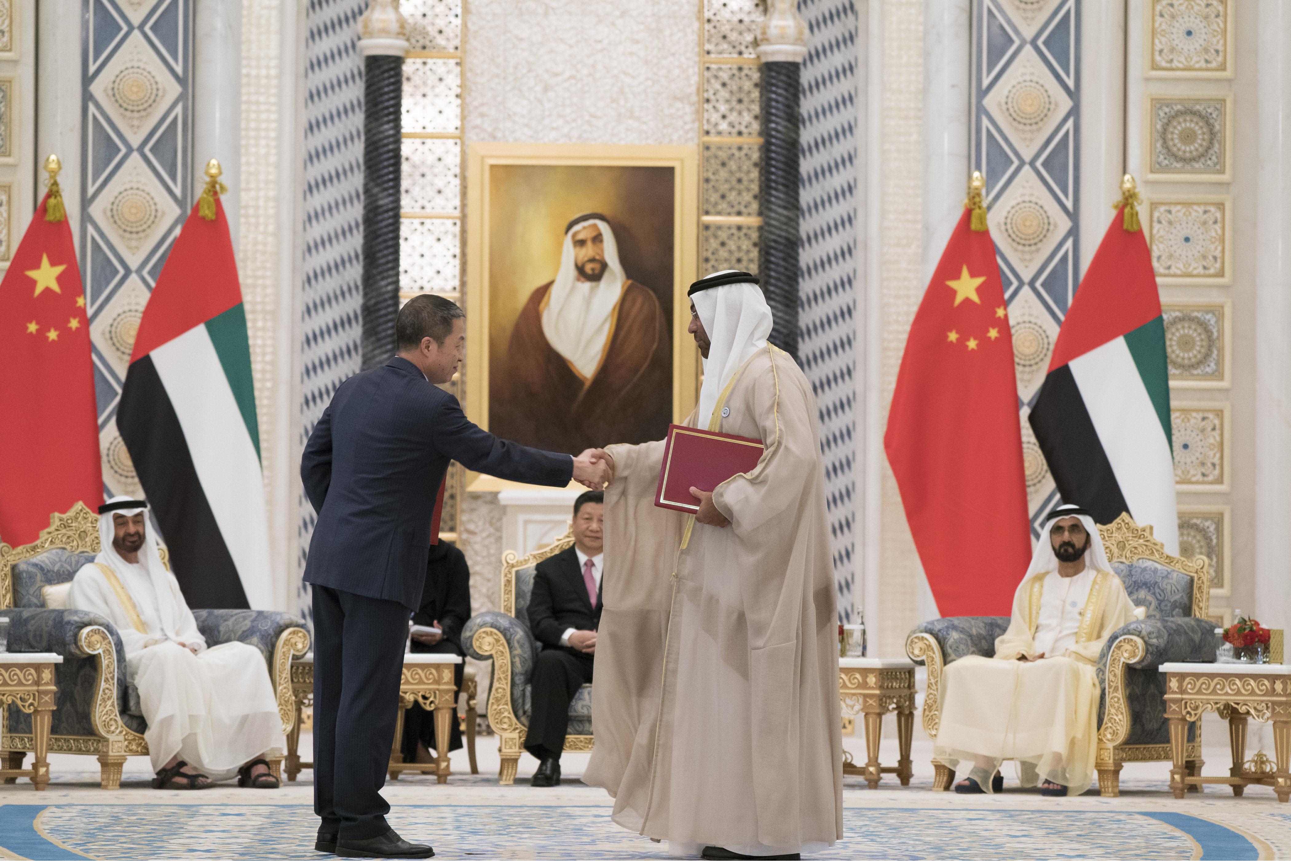 محمد بن راشد ومحمد بن زايد والرئيس الصيني يشهدون مراسم تبادل 13 اتفاقية ومذكرة تفاهم موقعة بين البلدين 9
