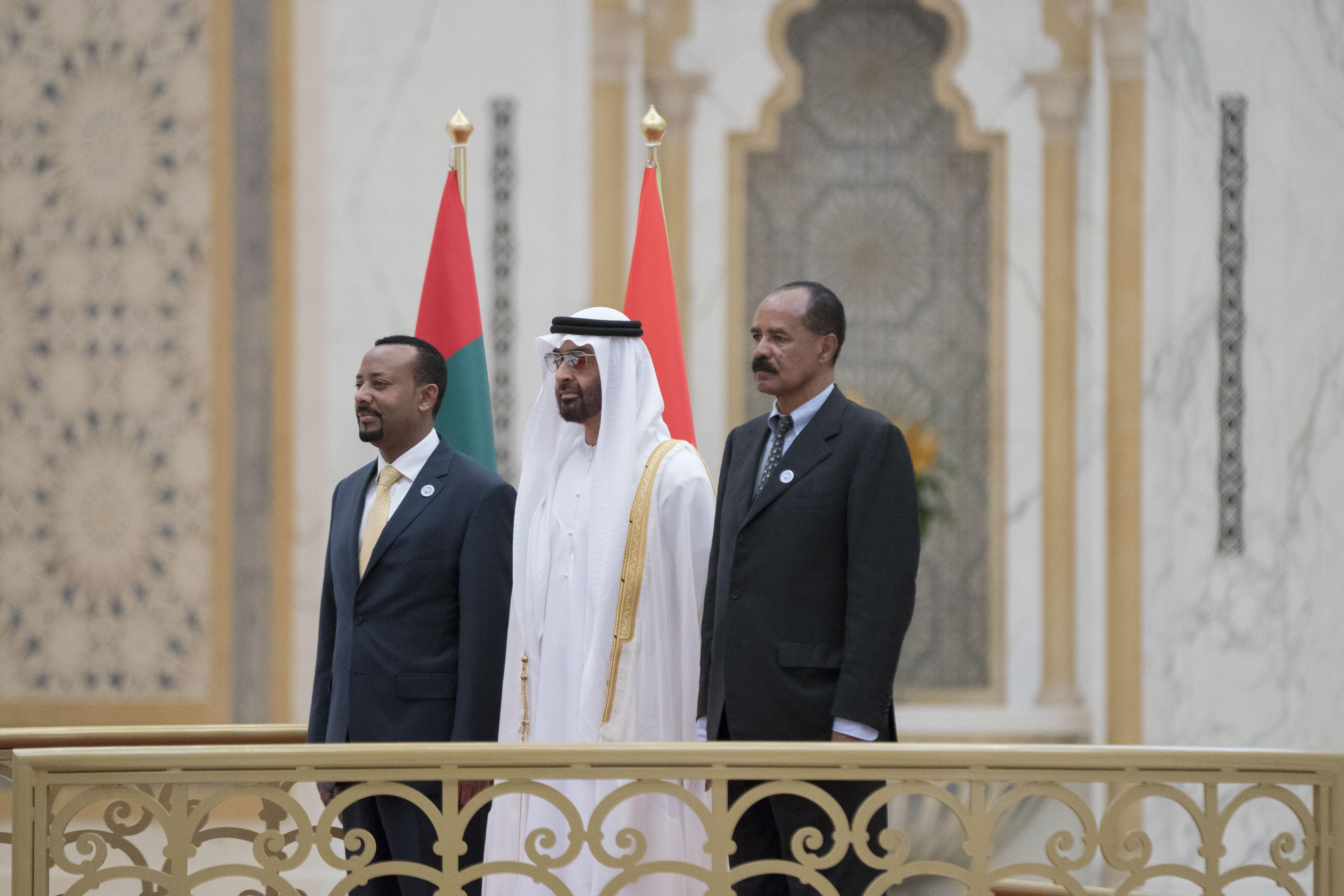 """رئيس الدولة يمنح رئيس إريتريا ورئيس وزراء أثيوبيا """" وسام زايد """" تقديراً لجهودهما في إطلاق مسيرة السلام بين بلديهما 1"""