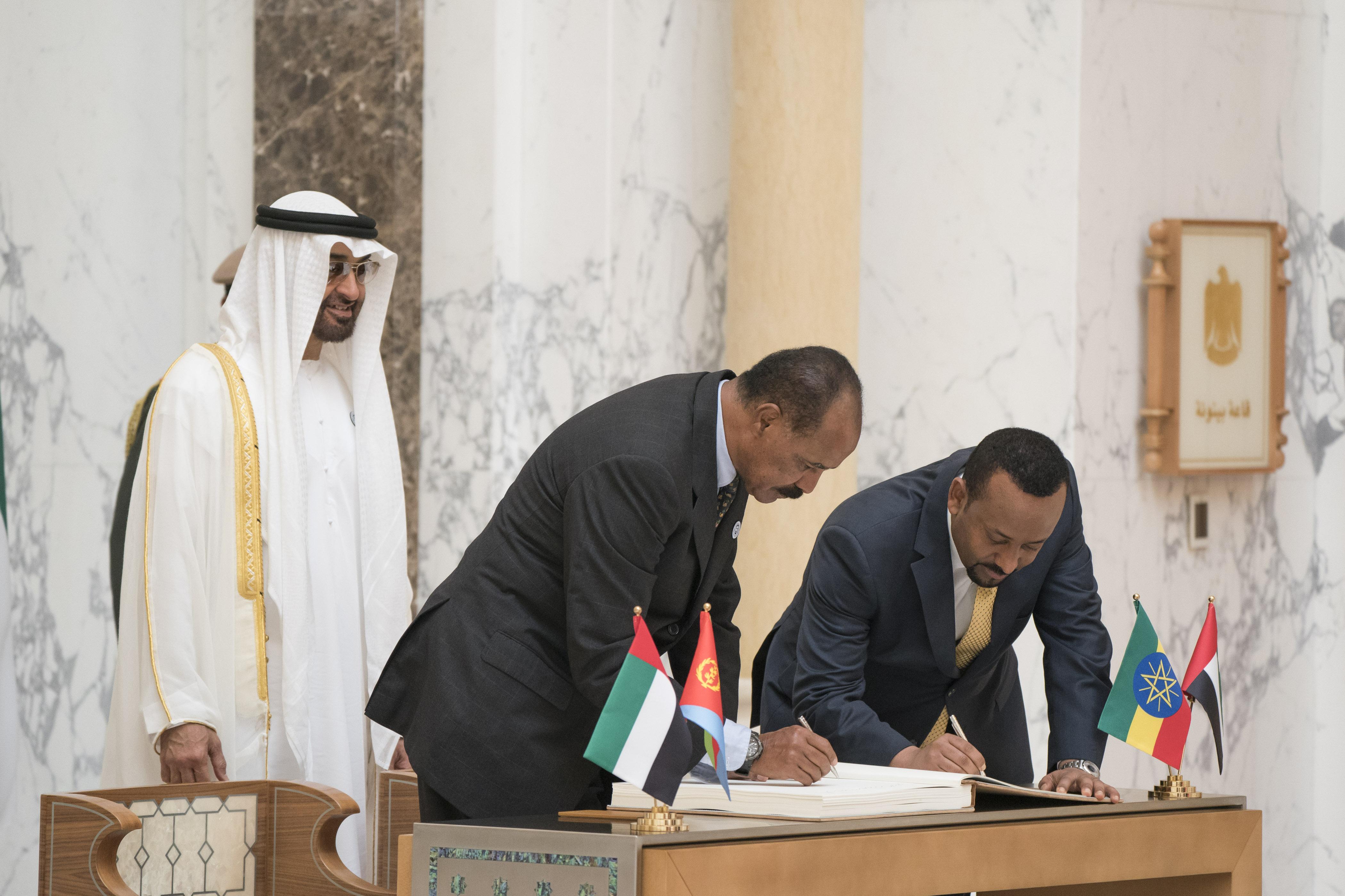 """رئيس الدولة يمنح رئيس إريتريا ورئيس وزراء أثيوبيا """" وسام زايد """" تقديراً لجهودهما في إطلاق مسيرة السلام بين بلديهما 2"""