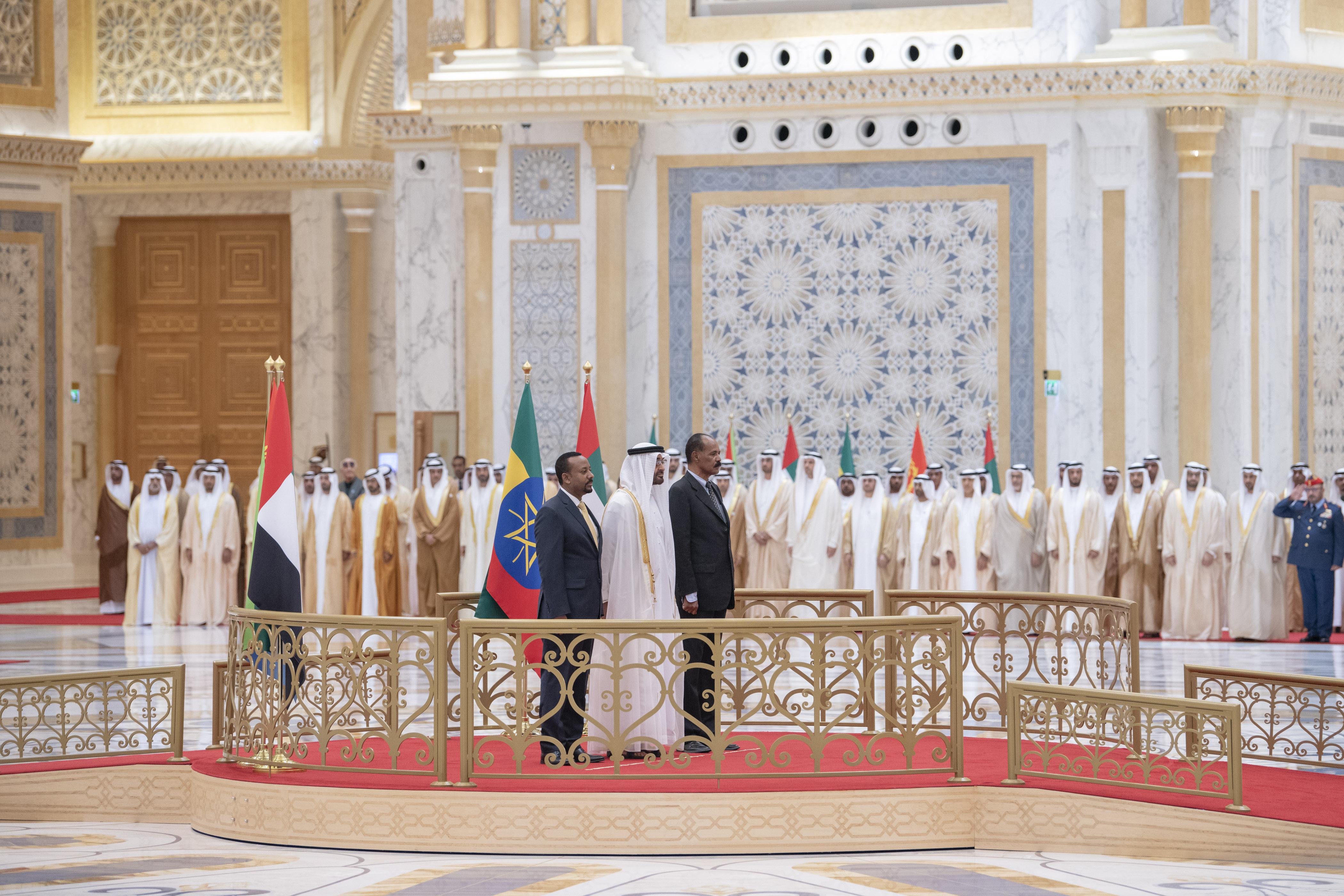 """رئيس الدولة يمنح رئيس إريتريا ورئيس وزراء أثيوبيا """" وسام زايد """" تقديراً لجهودهما في إطلاق مسيرة السلام بين بلديهما 3"""