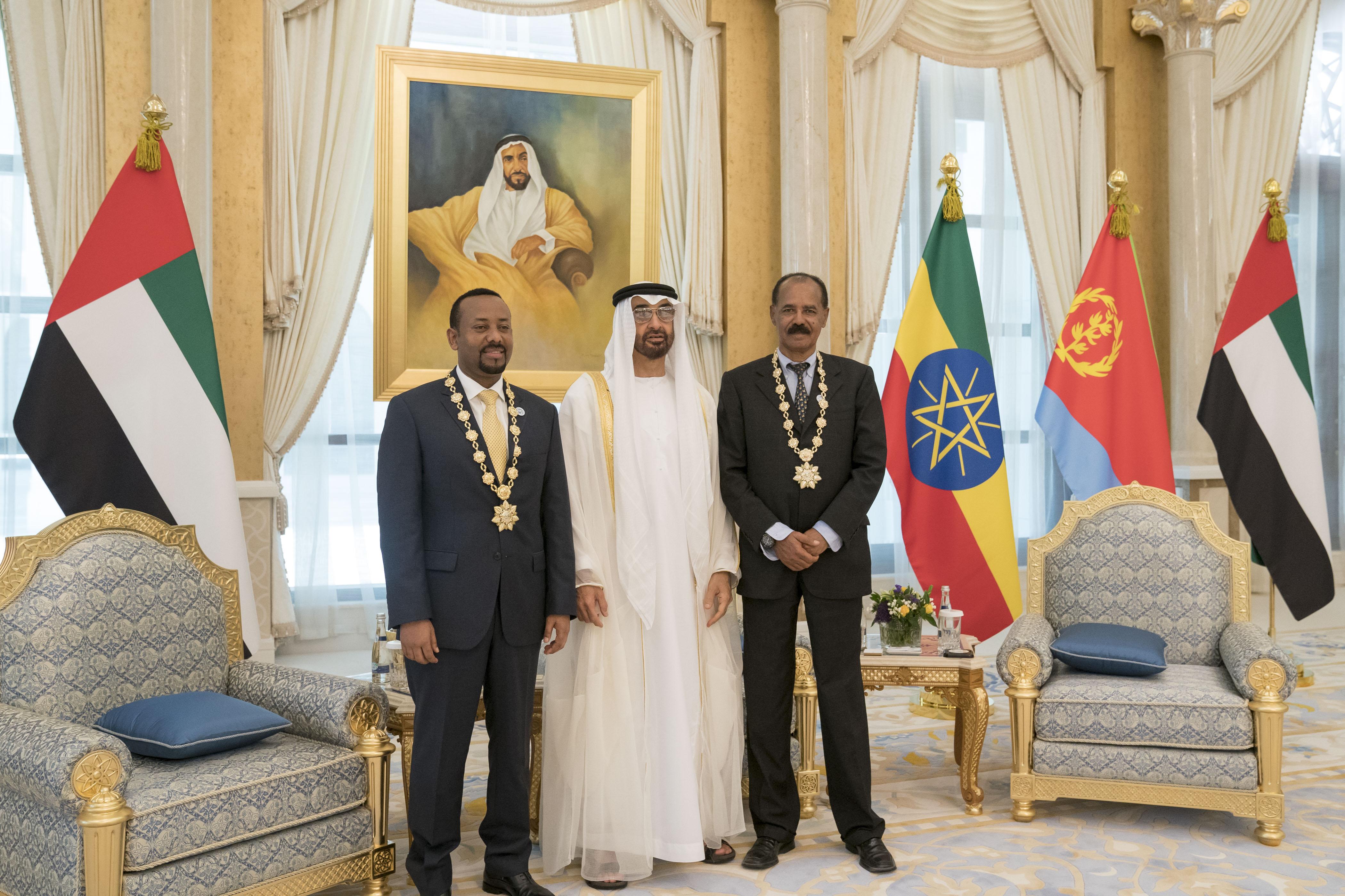 """رئيس الدولة يمنح رئيس إريتريا ورئيس وزراء أثيوبيا """" وسام زايد """" تقديراً لجهودهما في إطلاق مسيرة السلام بين بلديهما 8"""