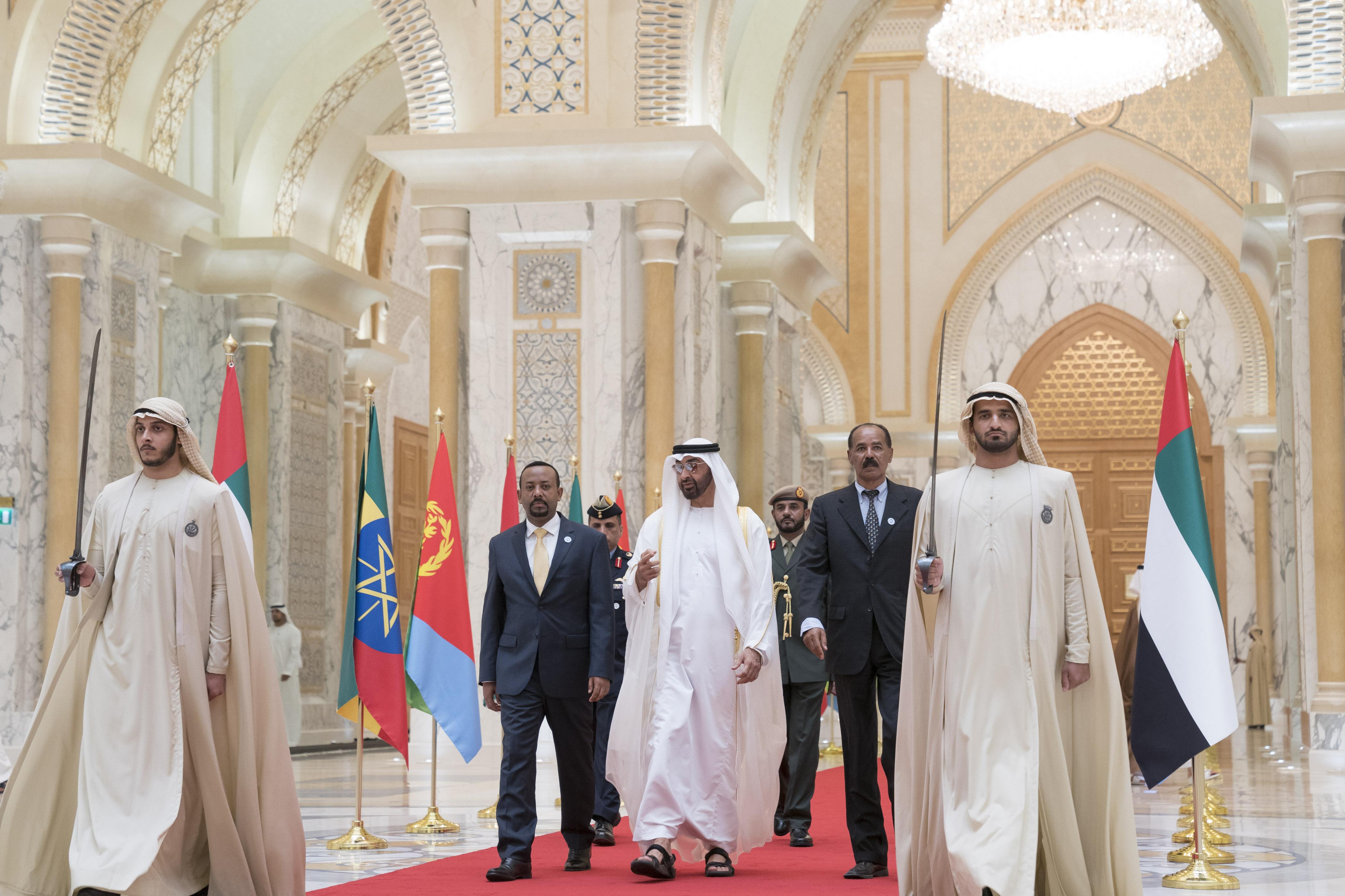 """رئيس الدولة يمنح رئيس إريتريا ورئيس وزراء أثيوبيا """" وسام زايد """" تقديراً لجهودهما في إطلاق مسيرة السلام بين بلديهما 6"""