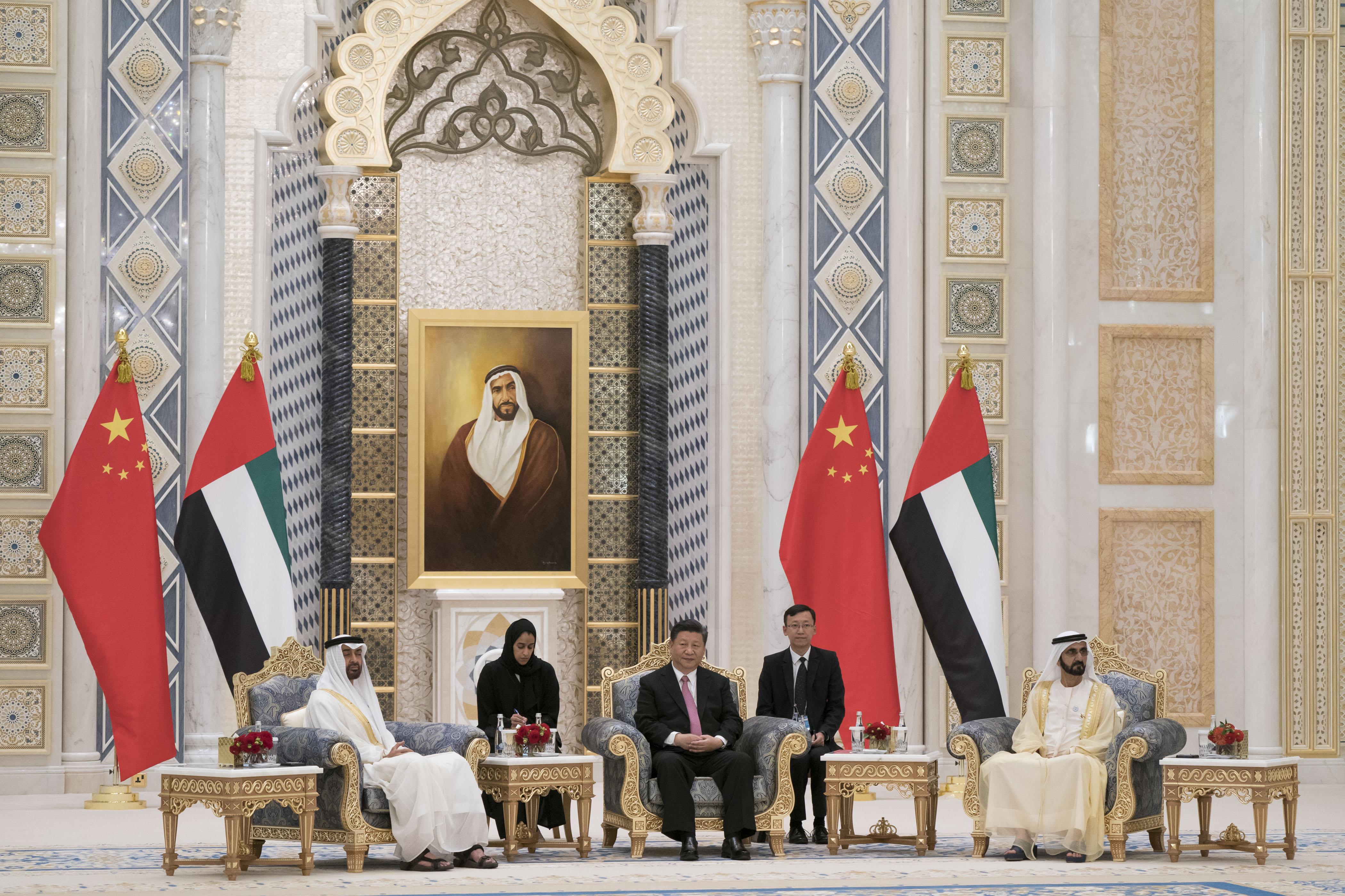 محمد بن راشد ومحمد بن زايد والرئيس الصيني يشهدون مراسم تبادل 13 اتفاقية ومذكرة تفاهم موقعة بين البلدين. 3