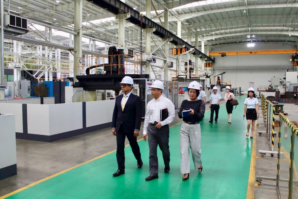 مدينة خليفة الصناعية تعزز العلاقات التجارية مع الصين. 2