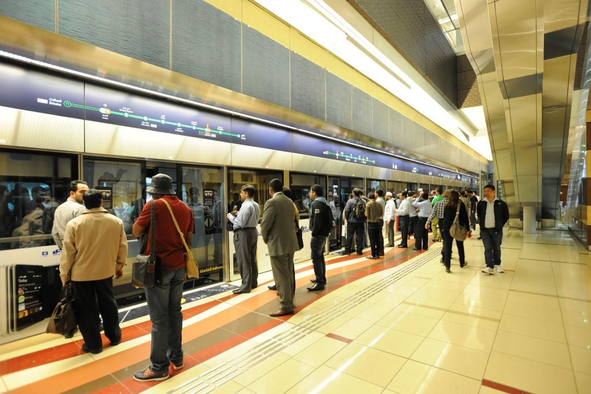 مترو دبي يشهد اقبالا من الجمهور /Medium/