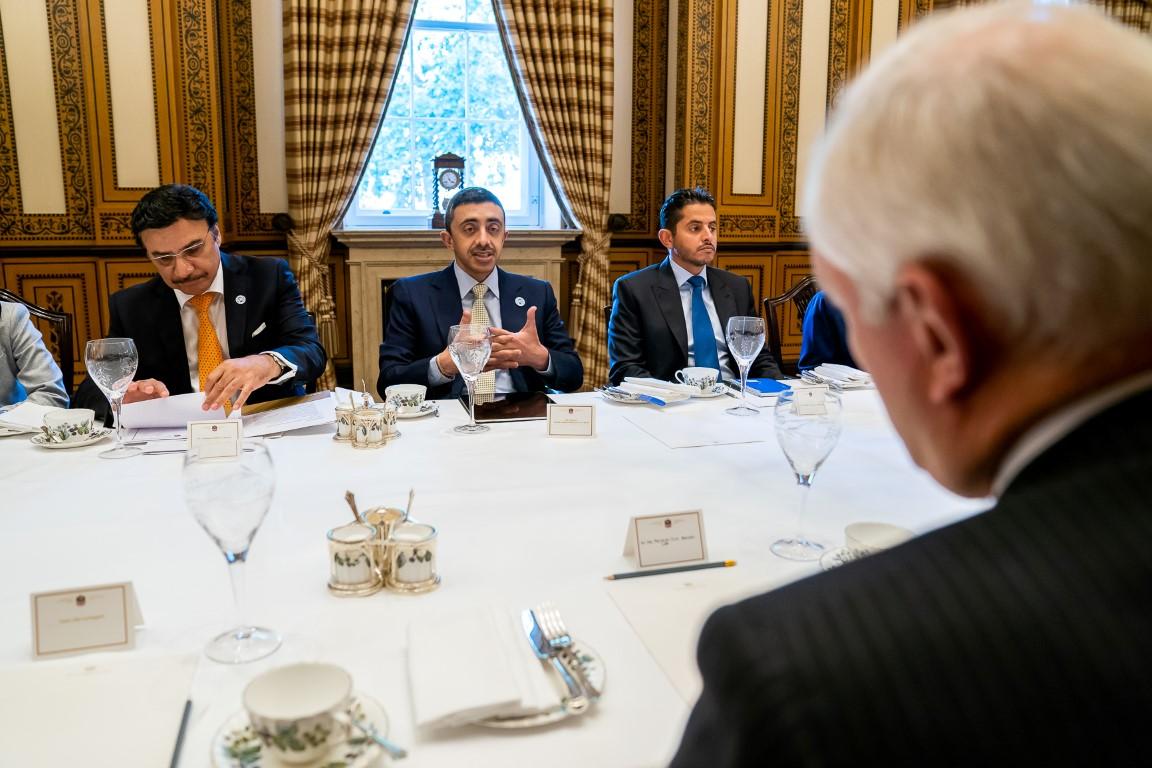 عبدالله بن زايد يلتقي وفد المستثمرين البريطانيين في لندن. 3