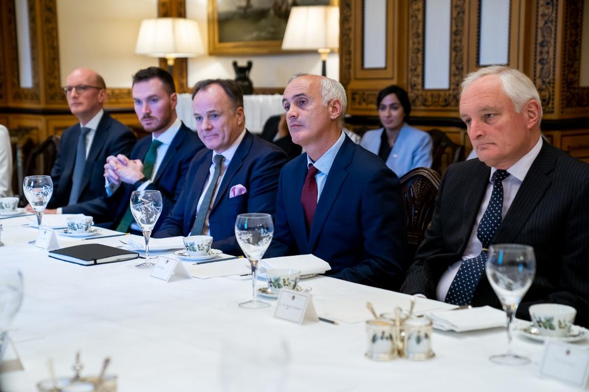 عبدالله بن زايد يلتقي وفد المستثمرين البريطانيين في لندن. 4