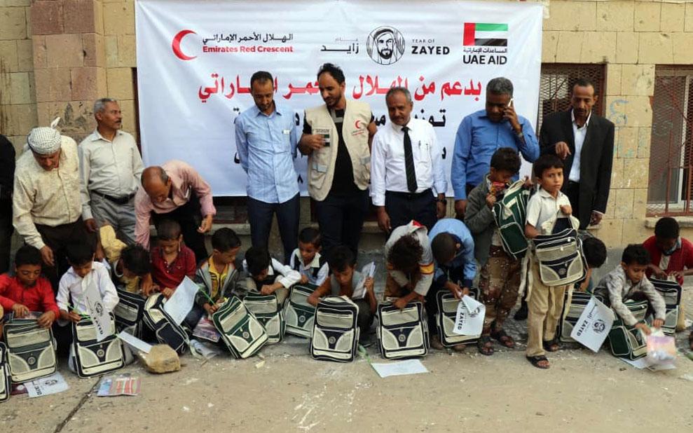 """""""الهلال الأحمر"""" يعيد تأهيل مدرستين ويوزع حقائب مدرسية في الضالع وتعز. 5"""