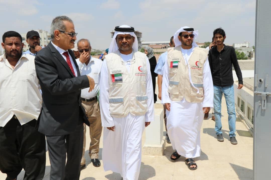 """بتمويل من """"الهلال"""" ..وزير التربية اليمني يطلق مشروع الزي والحقيبة المدرسية.  1"""