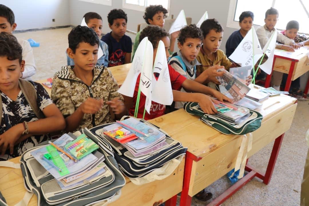 """""""الهلال الأحمر"""" يعيد تأهيل مدرستين ويوزع حقائب مدرسية في الضالع وتعز. 3"""