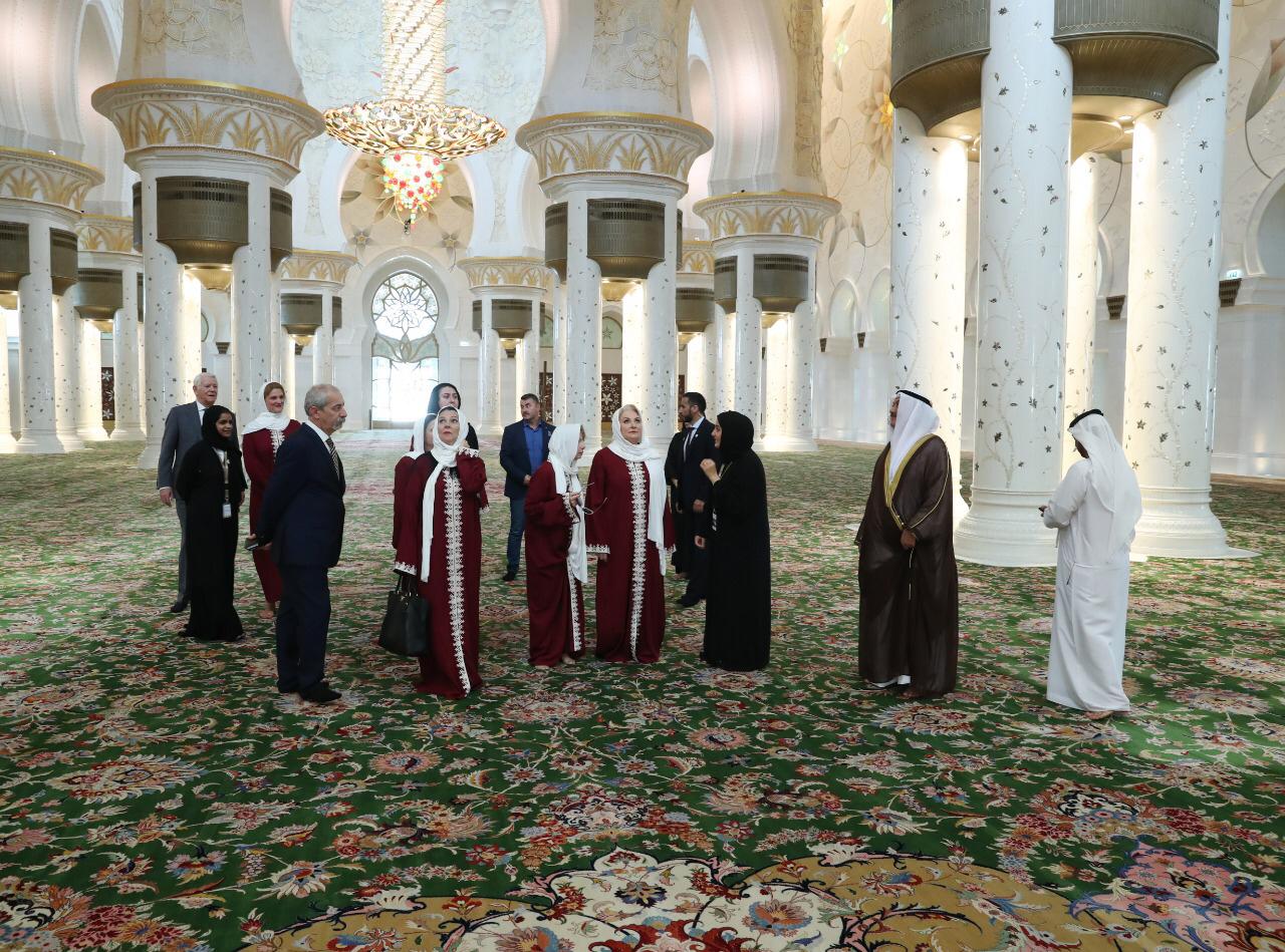 رئيسة وزراء جمهورية رومانيا تزور جامع الشيخ زايد الكبير