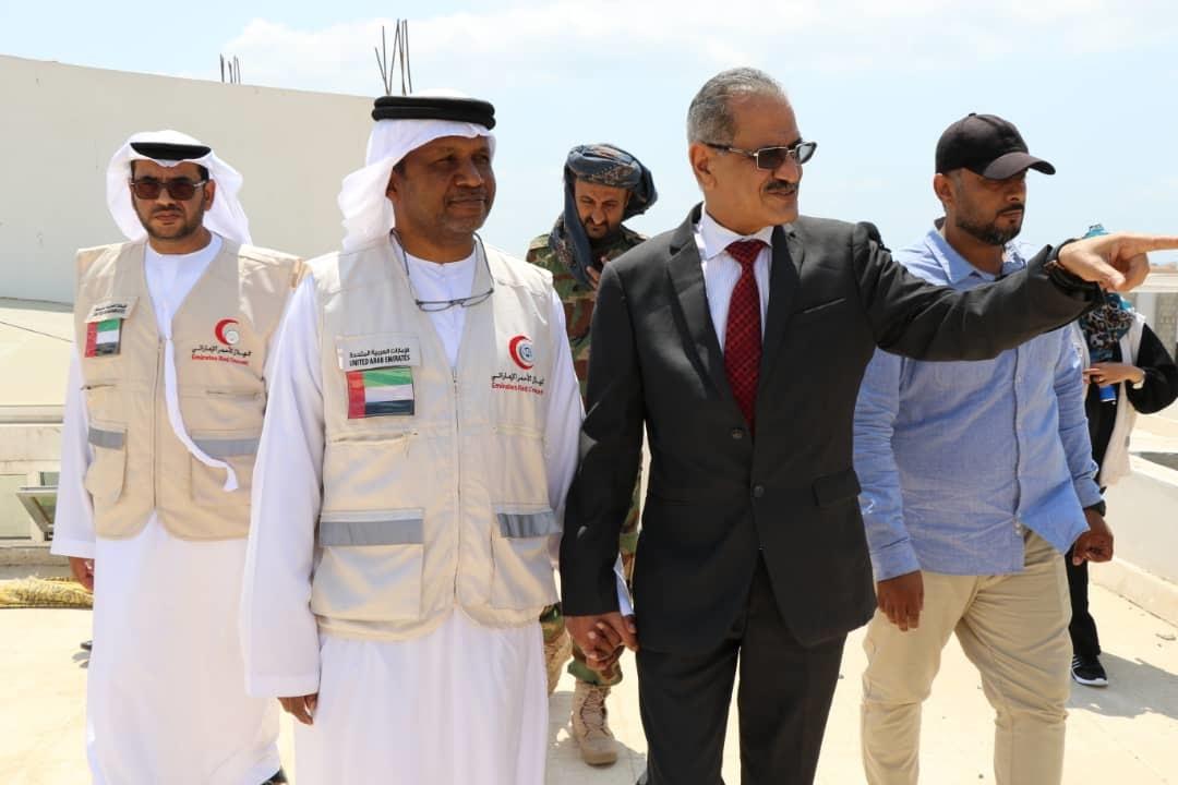 """بتمويل من """"الهلال"""" ..وزير التربية اليمني يطلق مشروع الزي والحقيبة المدرسية.  2"""