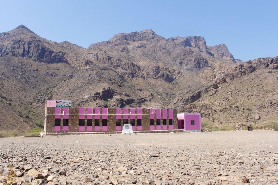 """""""الهلال الأحمر"""" يعيد تأهيل مدرستين ويوزع حقائب مدرسية في الضالع وتعز. 2"""