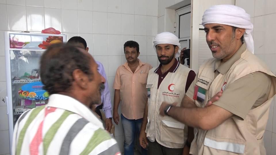 """"""" الهلال """" يسلم مستشفى المخا شحنة مكملات غذائية موجهة لأطفال الساحل الغربي لليمن 1"""