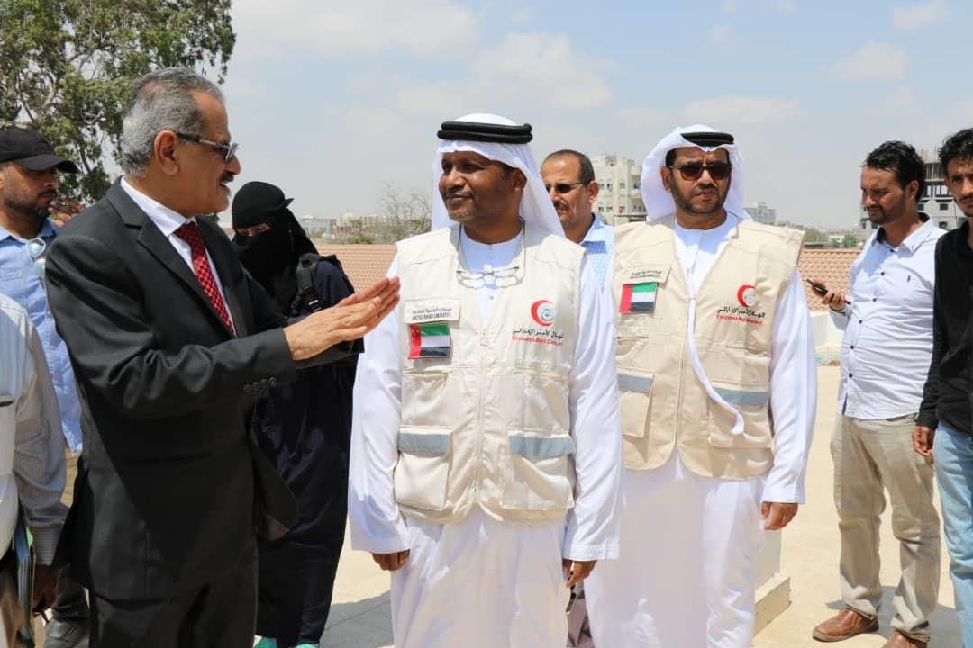 """بتمويل من """"الهلال"""" ..وزير التربية اليمني يطلق مشروع الزي والحقيبة المدرسية.  3"""