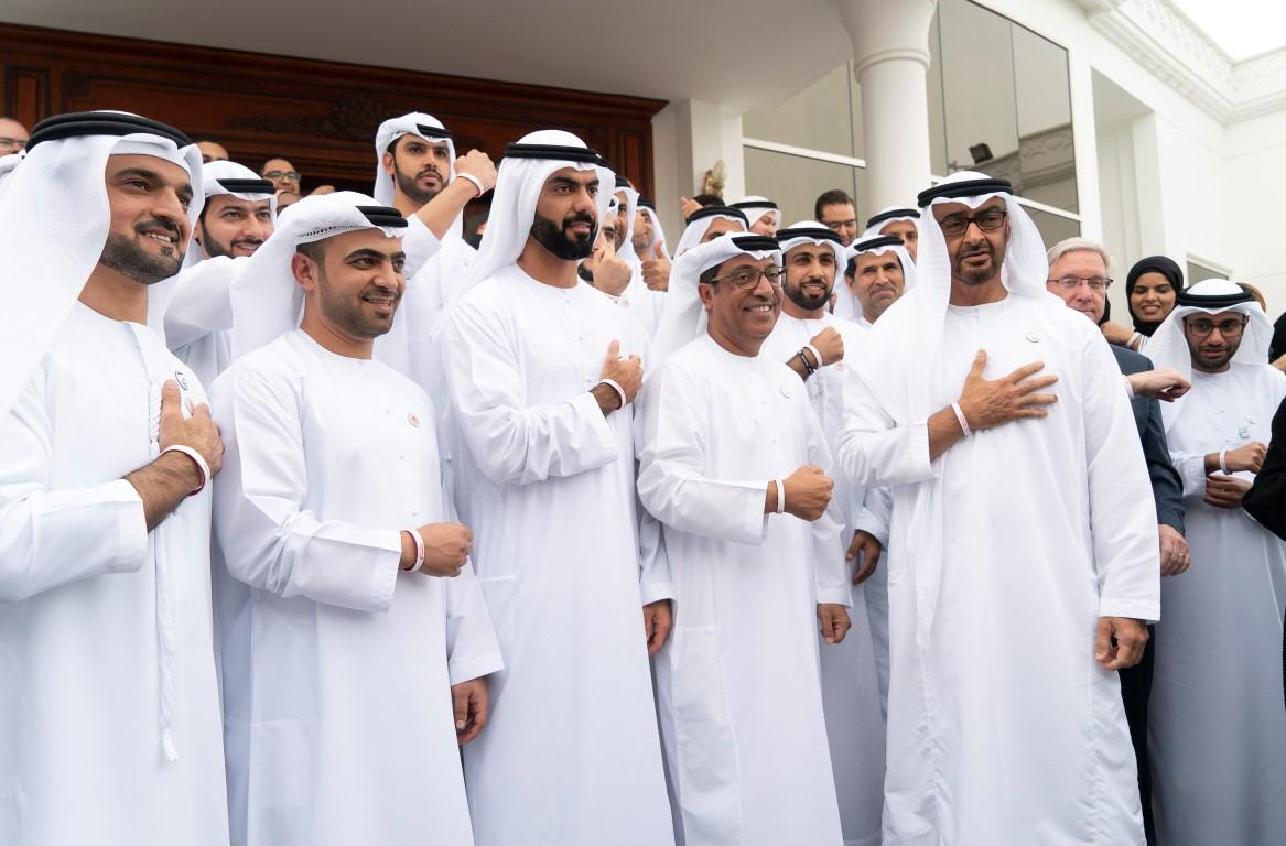 """محمد بن زايد يستقبل اللجنة العليا والمنظمين لـ""""الأولمبياد الخاص"""""""