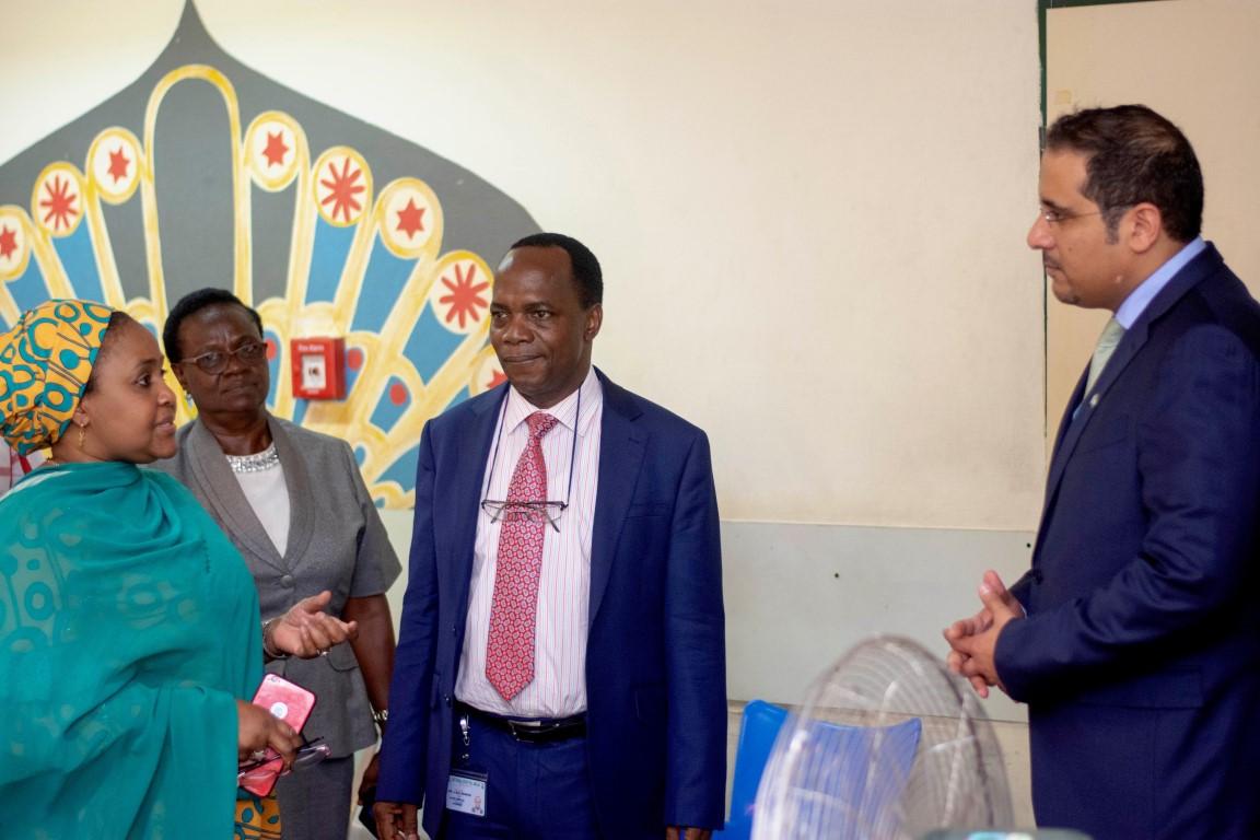 سفارة الدولة تسلم معدات طبية لقسم الأطفال بالمستشفى الوطني في أبوجا