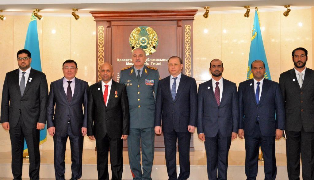الإمارات وكازاخستان يبحثان التعاون بمجالات التدريب ومكافحة الجرائم