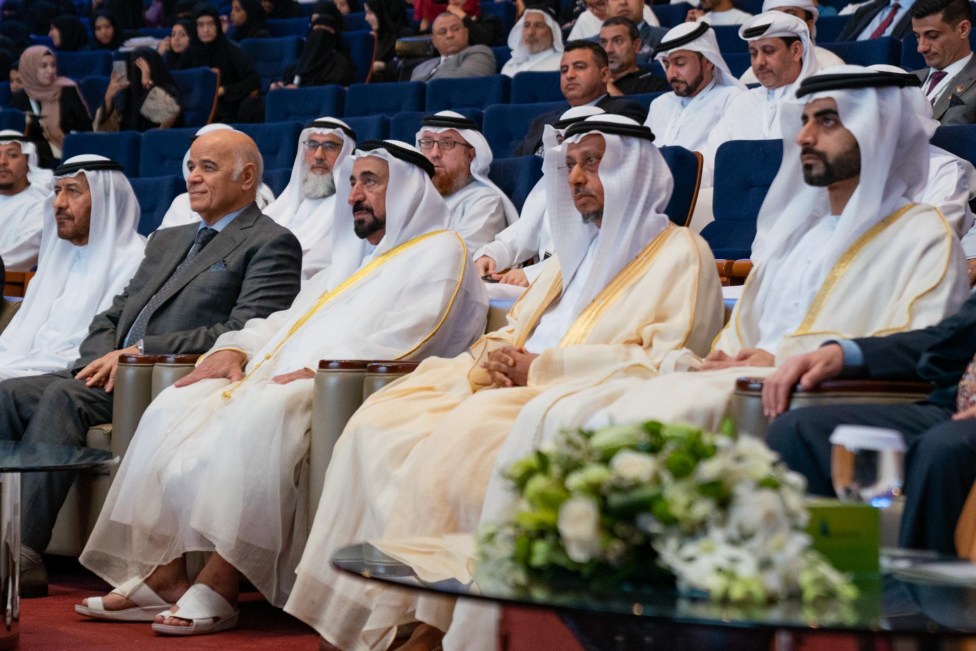"""سلطان القاسمي يشهد افتتاح """"مؤتمر كلية الشريعة """" بجامعة الشارقة"""