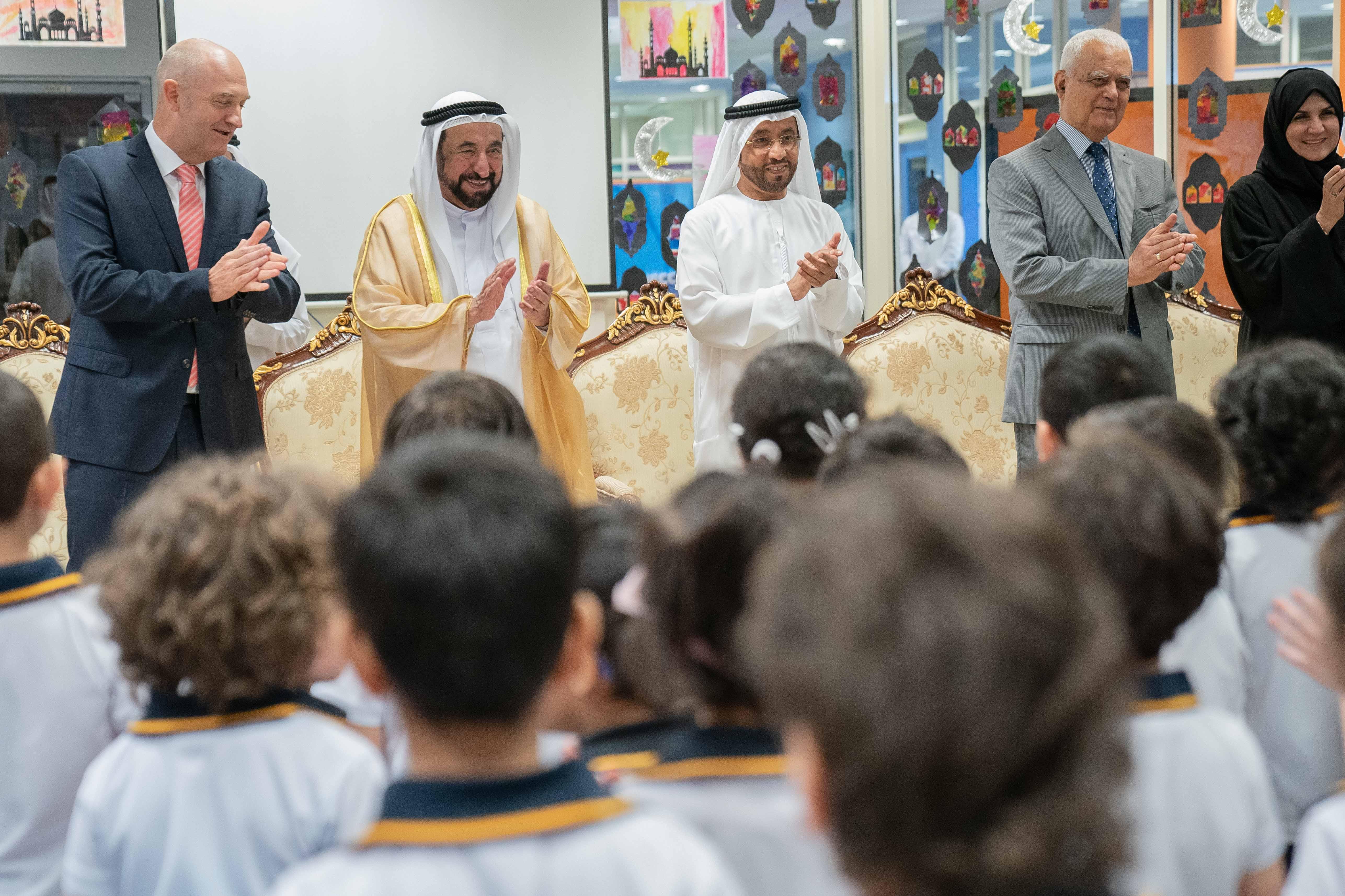 حاكم الشارقة يشهد تخريج الدفعة الثالثة من برنامج تطوير معلمي الحضانات