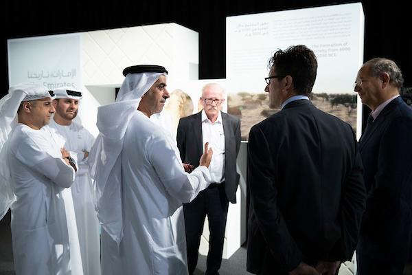 """برعاية محمد بن زايد..سيف بن زايد يطلق المرحلة التجريبية لتدريس كتاب """" الإمارات - تاريخنا """" في المدارس"""