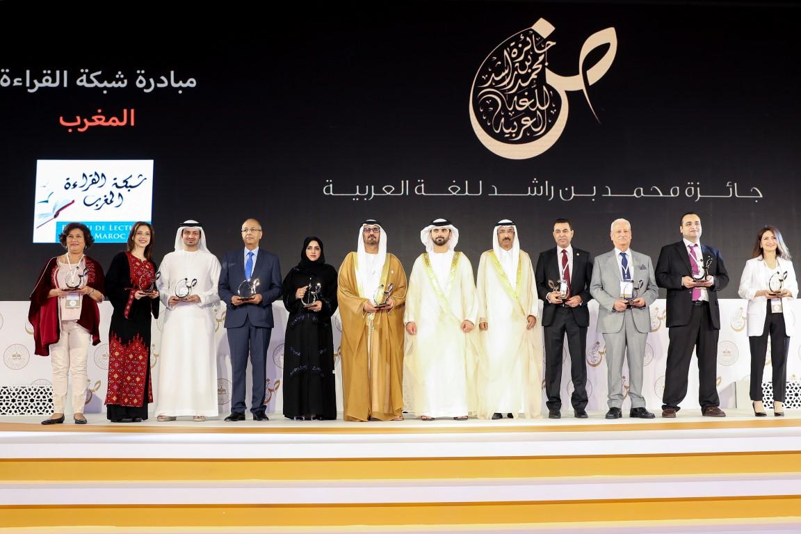 منصور بن محمد يكرم الفائزين بجائزة