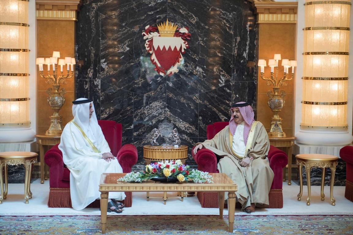 التقى بعاهل البحرين ..سيف بن زايد يترأس وفد الدولة في الاجتماع الأول للجنة الأمنية الإماراتية البحرينية المشتركة