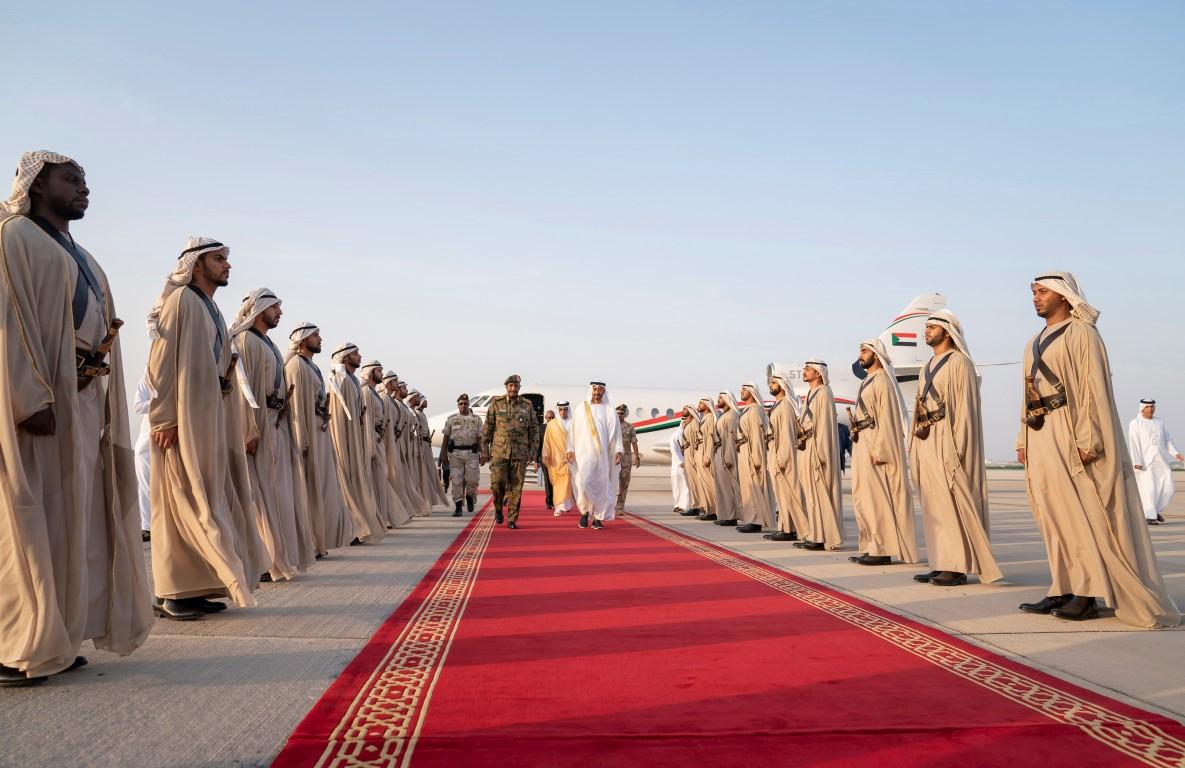 رئيس المجلس العسكري السوداني يصل البلاد