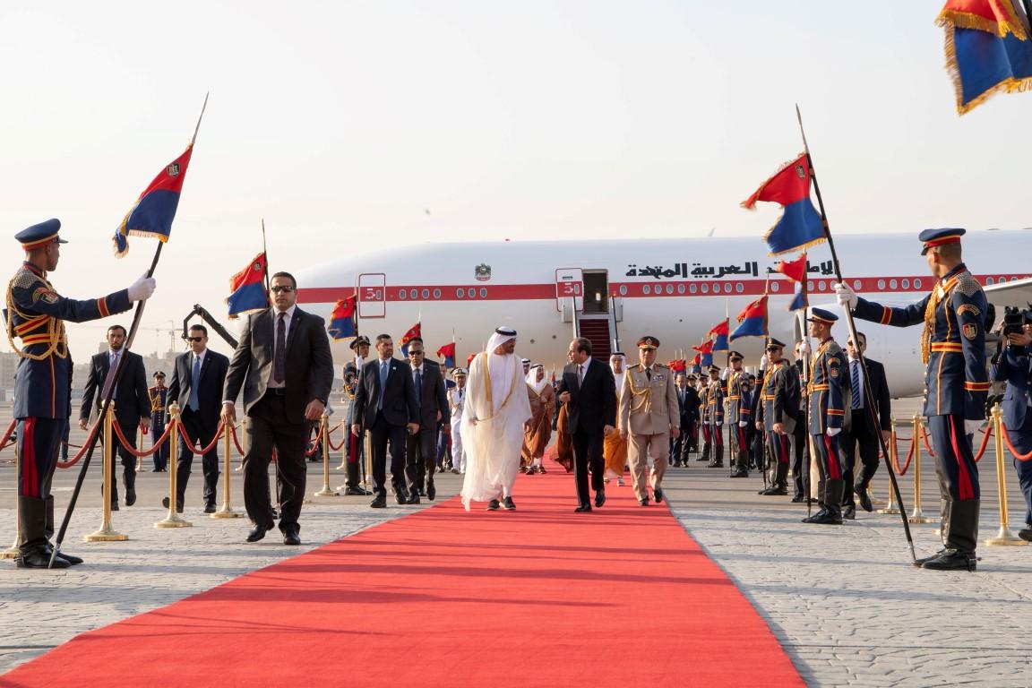محمد بن زايد يصل  إلى القاهرة