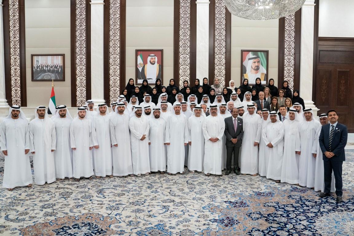 حامد بن زايد يستقبل العلماء ضيوف رئيس الدولة ووفدي هيئة الأوقاف والهلال الأحمر الإماراتي وشركاء العطاء