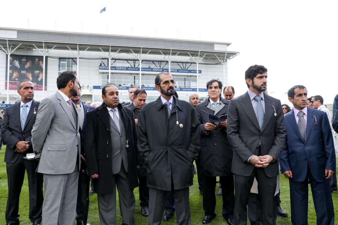 محمد بن راشد يشهد سباق 2000 غينيز الإنجليزي للخيول