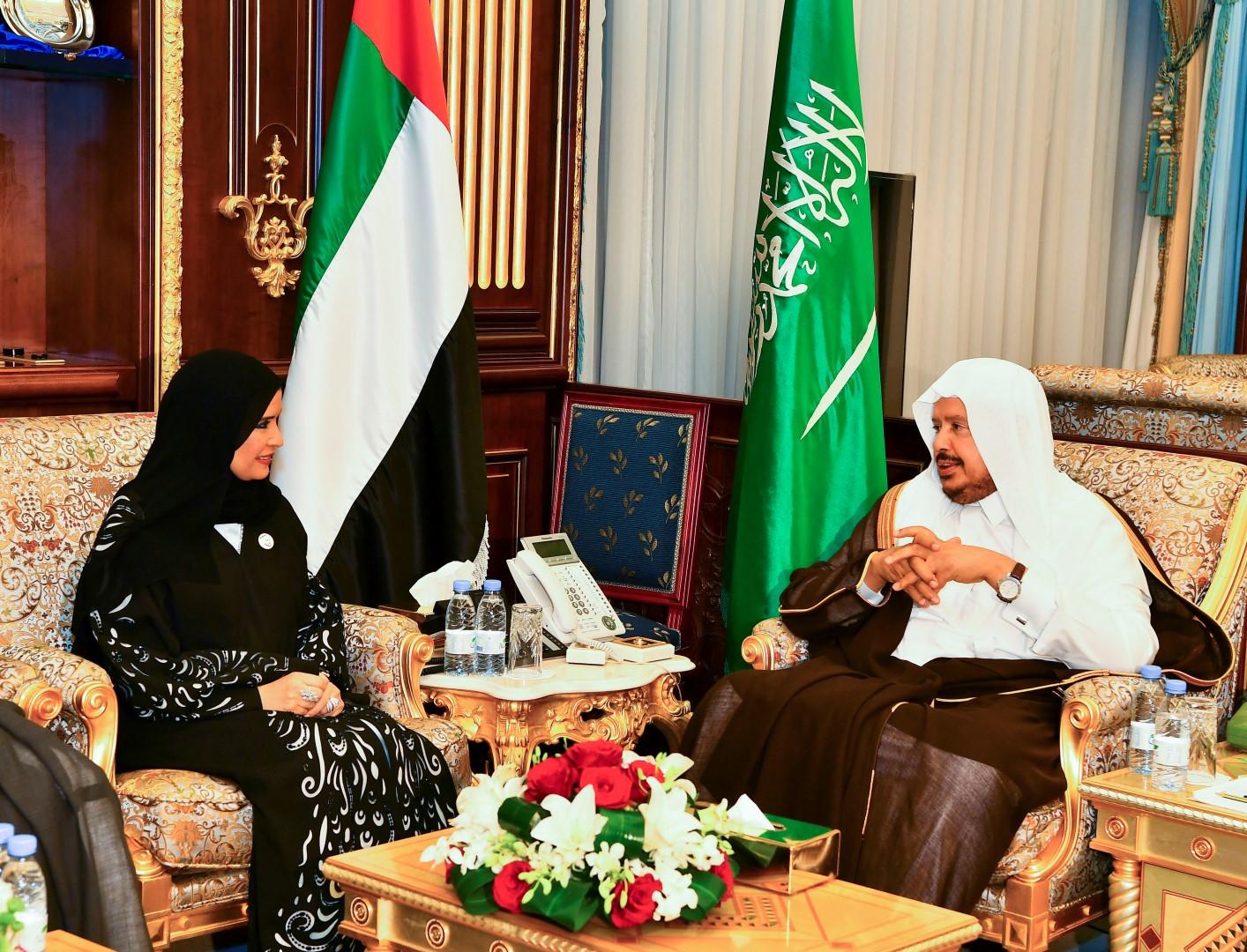 """أمل القبيسي ورئيس """"الشورى السعودي"""" يؤكدان عمق العلاقات الإماراتية السعودية"""