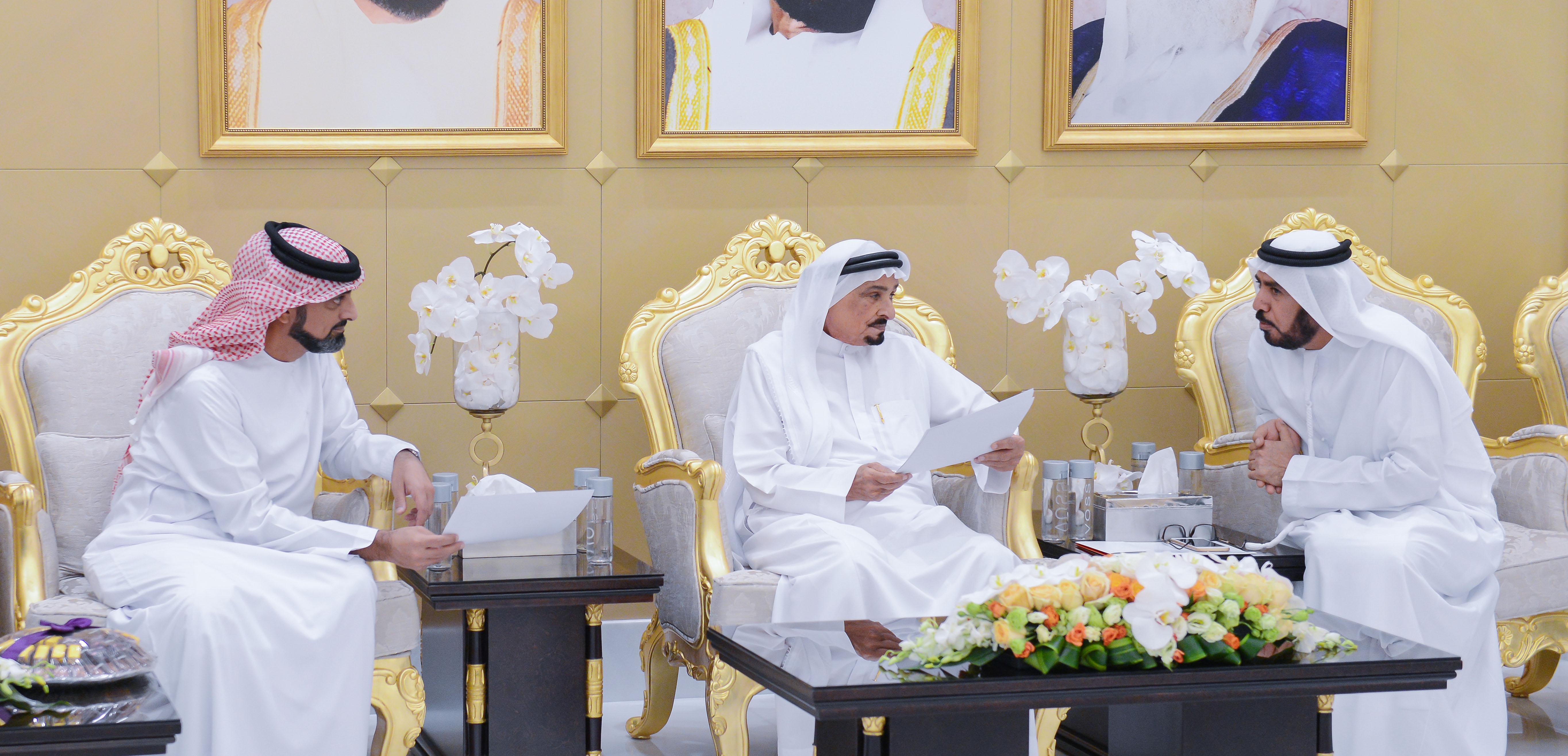 حاكم عجمان وولي عهده يواصلان استقبال المهنئين بشهر رمضان