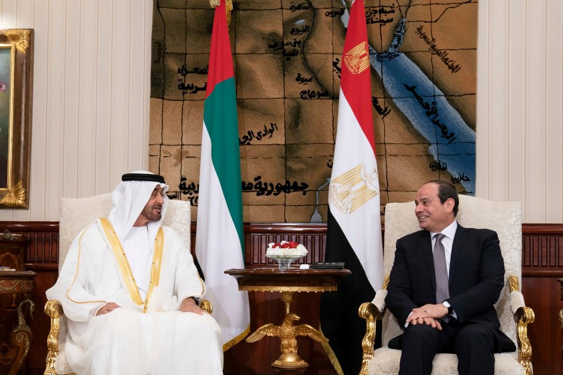 محمد بن زايد والرئيس المصري يبحثان تعزيز العلاقات الأخوية وتطورات القضايا الإقليمية والدولية