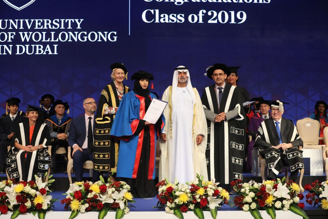 """نهيان بن مبارك يشهد تخريج الدفعة الـ""""35"""" من طلاب جامعة ولونغونغ بدبي"""