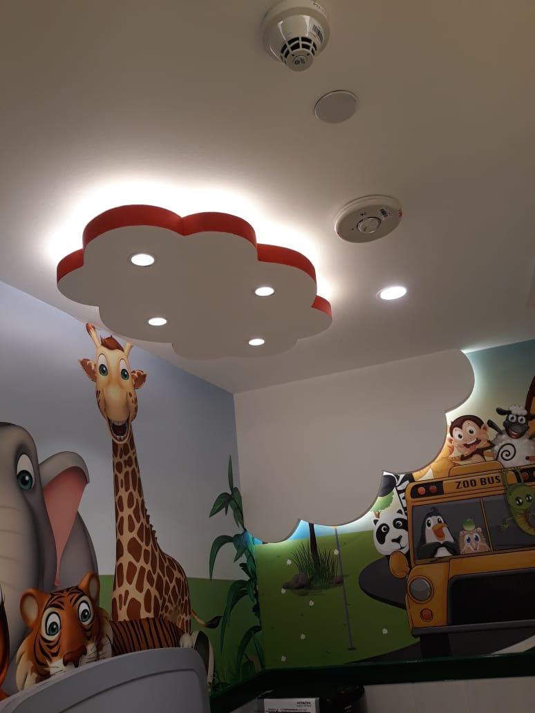 مطار أبوظبي الدولي يرتقي بمرافقه المخصصة للأطفال و العائلات