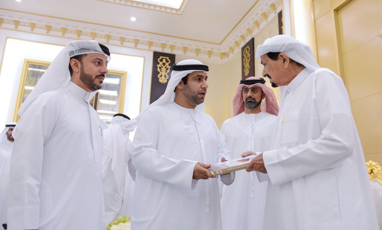 حاكم عجمان يواصل استقبال المهنئين بالشهر الفضيل