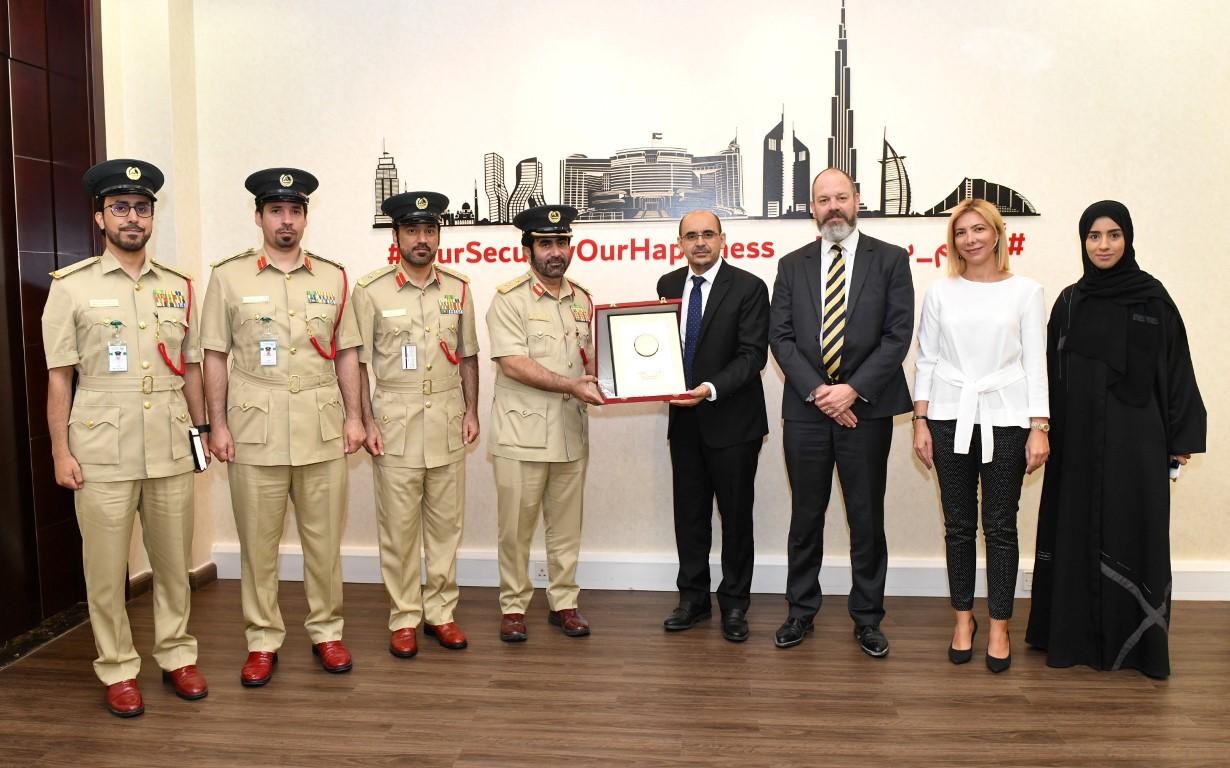 شرطة دبي تبحث أوجه التعاون مع جامعة ولونغونغ