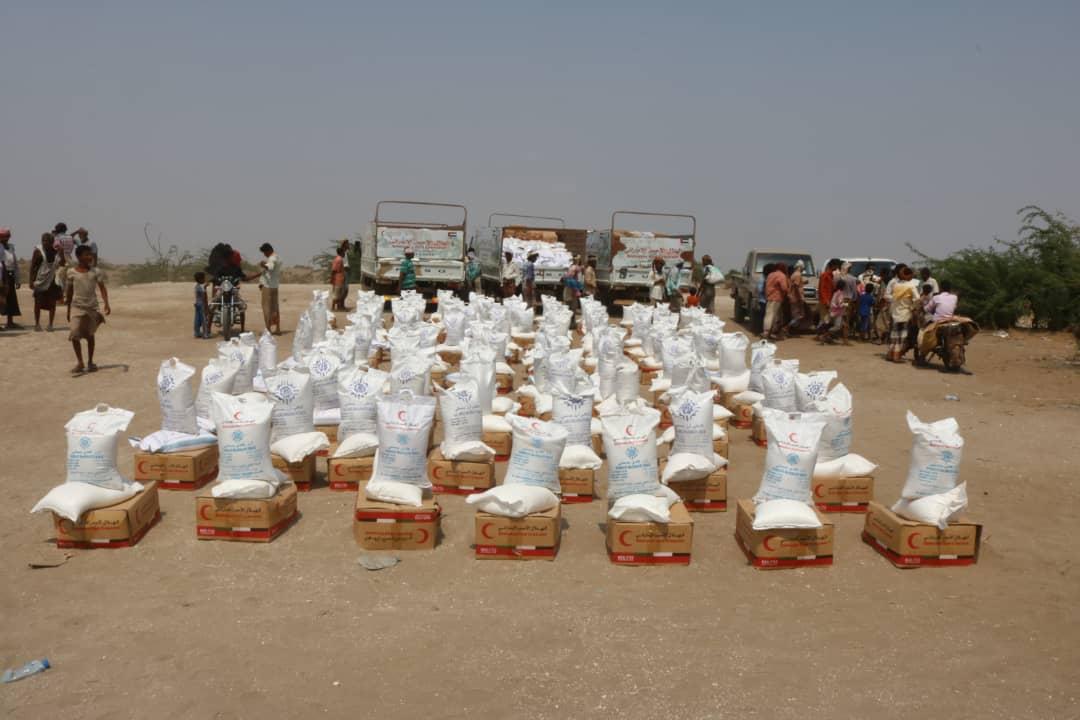 الإمارات تسير قافلة مساعدات غذائية جديدة إلى قرى