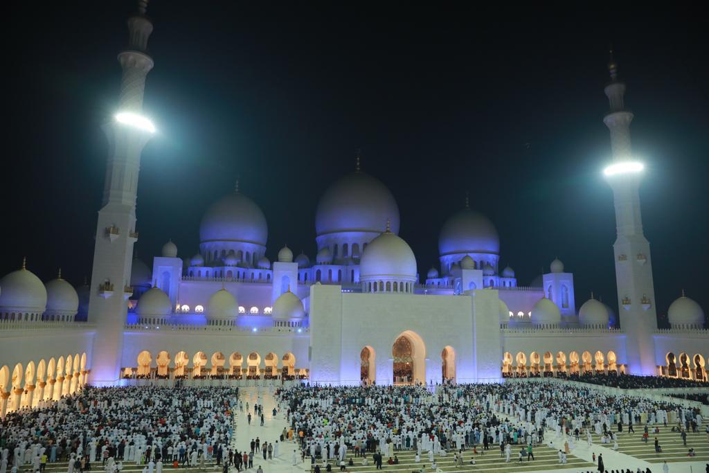 جامع الشيخ زايد الكبير يستقبل أكثر من مليون و400 ألف مصل وزائر في رمضان