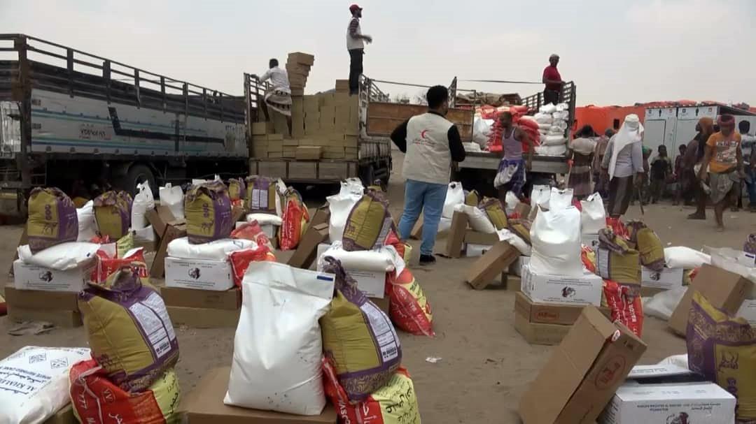 الإمارات تقدم مساعدات إيوائية وإغاثية لمتضرري السيول في لحج وأبين