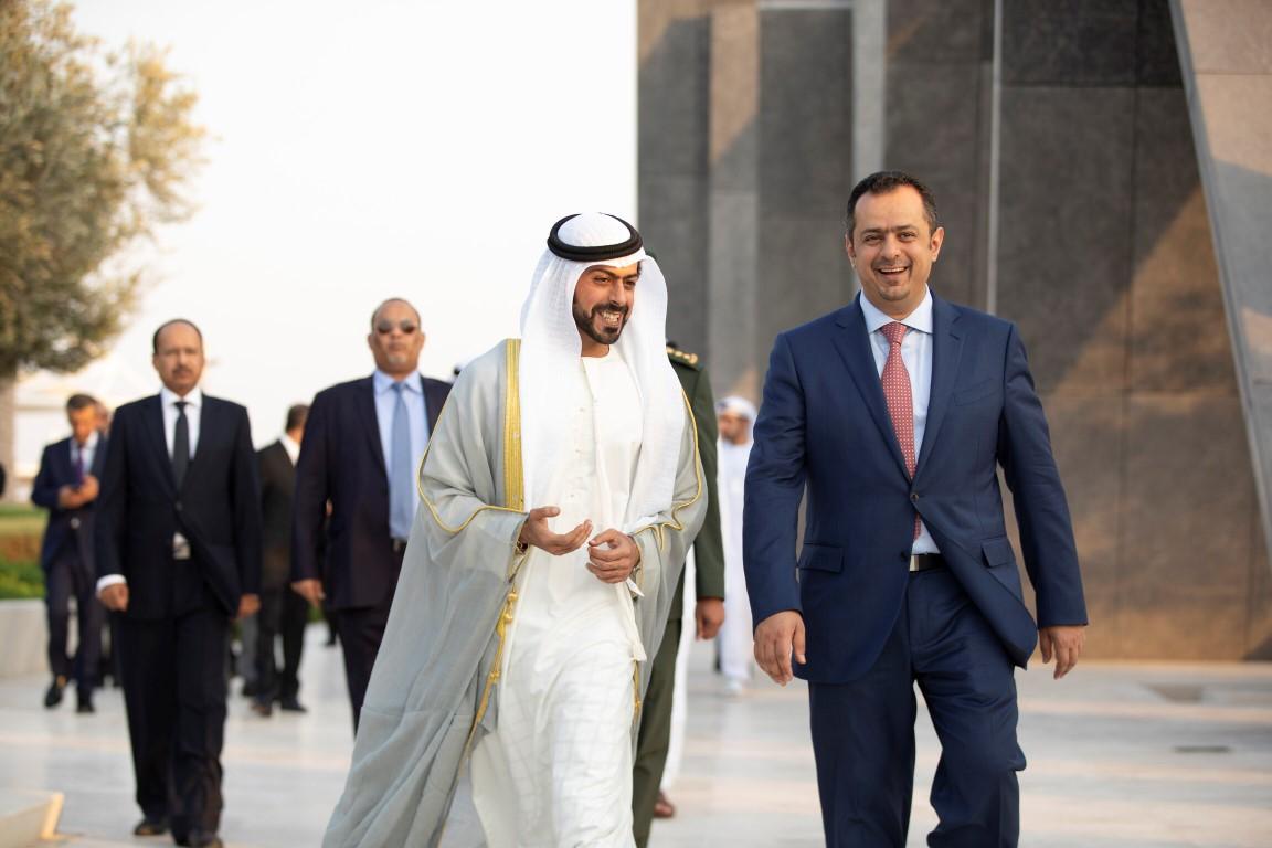 خليفة بن طحنون يستقبل رئيس الوزراء اليمني في واحة الكرامة