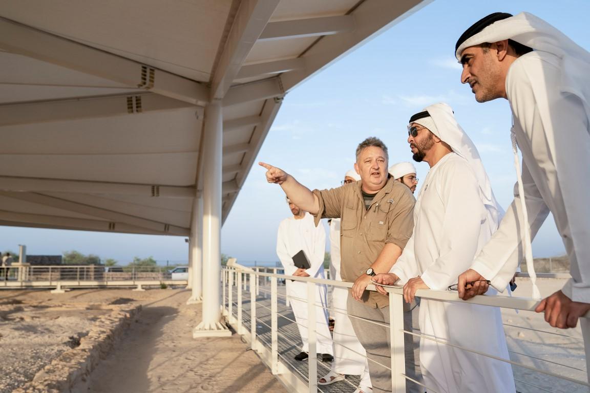 حمدان بن زايد يزور موقع كنيسة ودير صير بني ياس