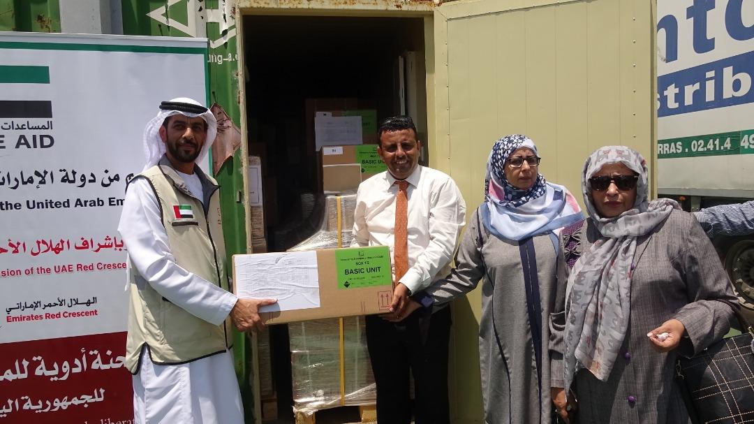الإمارات تسلم الصحة اليمنية شحنة أدوية لمكافحة الملاريا
