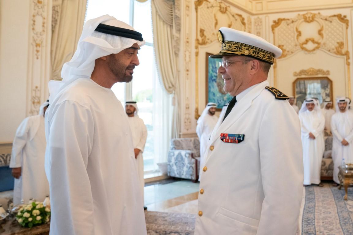 محمد بن زايد يستقبل قائد القوات البحرية الفرنسية