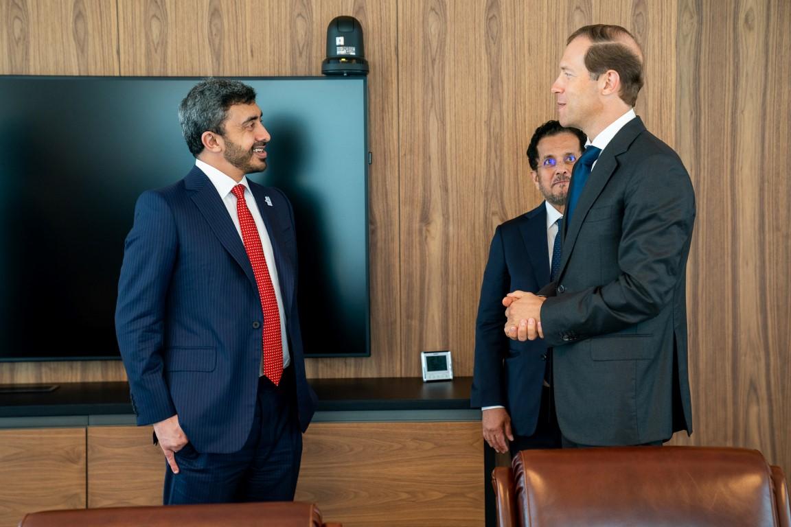 عبدالله بن زايد يلتقي وزير الصناعة والتجارة الروسي