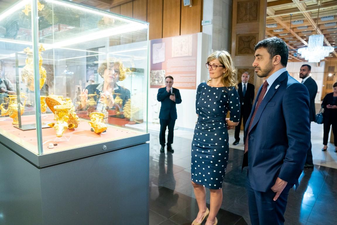 عبدالله بن زايد يزور المتحف الوطني التاريخي في بلغاريا